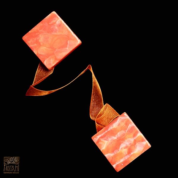 Upinacz magnetyczny z wstążką satynową kwadrat pomarańcz M/1/pomar